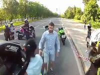 彼女とドライブ中に突然バイカー集団が襲撃!男性が取った行動とは...。