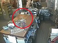 監視カメラに映ったポルターガイスト現象