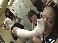 鬼畜JK軍団が蒸れた激臭ハイソックスを嗅がせて女子生徒をいじめる...!