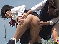 女子校生が浣腸我慢遊びをしとるwww