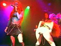 ステージ上でフィストファックを披露するマジキチバンド 『RockBitch』