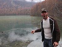 なんだこの音は!? 凍結した湖に石投げるのおもしれえwww