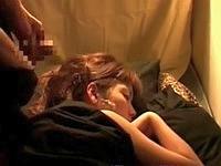 物音一つ立てず寝ている美女の顔に集団ぶっかけ!