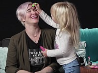 幼女たちがママに初めての化粧をしてみた結果