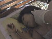 眠っているお姉さんに浣腸液を注入してみた