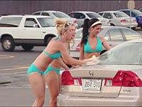 ビキニのセクシーお姉ちゃんたちから洗車してもらってると思ったら......