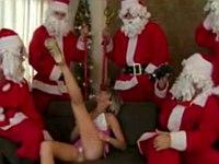 ロシアの淫乱妖精がサンタさんたちに囲まれてチ○ポをプレゼントしてもらう