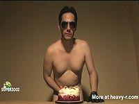 【ケーキ姦】 ケーキをレイプする男があらわれたwww