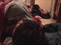 父親が寝ている横で社長から犯される女子校生