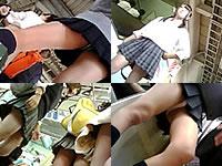 通学中のミニスカJKをパンチラ盗撮!