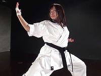 空手世界大会優勝者の女格闘家がリング上で本番ファック一本勝負!