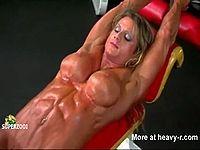 筋肉ムキムキな女性ボディビルダーの筋トレオナニー