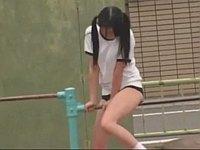 公園の鉄棒に股間を擦り付けてる少女がいたのでトイレで犯す