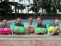 ビール瓶とペットボトルで名曲を演奏するイケメングループ「Bottle Boys」