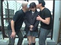 変態マゾ女子校生が野外調教されてアナル舐め3P!