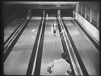現代でも見応え充分!65年以上前に撮影されたボウリングのトリックショット集