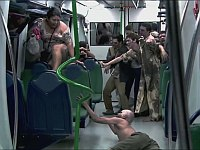 本気過ぎて怖い!夜の地下鉄で大量のゾンビに襲われるドッキリ!