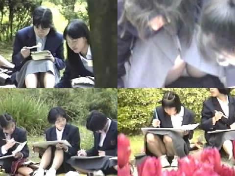 写生中の女子校生をパンチラ盗撮