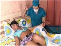 【外国】麻酔を使って10代娘のアナルまで犯す鬼畜医師