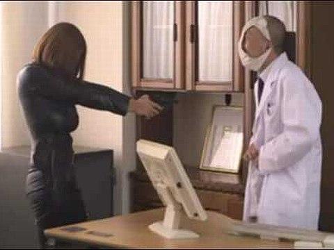 変態医師に洗脳され犯されてしまうキャットスーツの爆乳捜査官