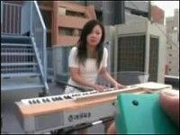 音大卒のOLに浣腸とリモコンローターを挿れて屋上でキーボードを演奏させる