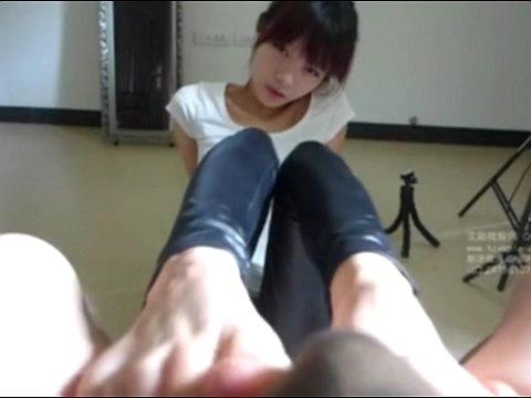 台湾に行きたいわん!台湾の美少女による足コキがエロ可愛すぎる
