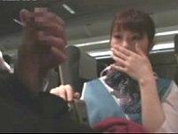 飛行機内で消灯後にCAにセンズリを見せつけたらフェラしてくれた