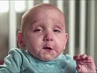 赤ちゃんが排泄した瞬間の顔をスローモーションで見てみよう