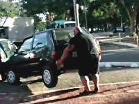 迷惑駐車をどかす怪力男