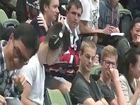 講義中にポルノ動画を閲覧していた学生が音声プラグの挿し忘れで盛大に音漏れをかますwww