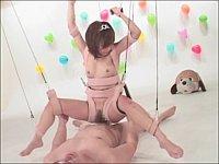 アイドルの卵を騙して人形劇のように宙吊り状態にして操りながら犯す