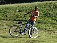 自転車を盗んで走ると股間を強打するイタズラ