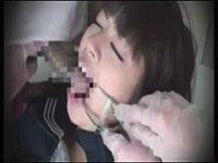 歯科麻酔をかけた女子校生の口内を蹂躙して中出しレイプする歯科医たち