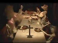 【アニメ】人形たちの奇妙な食事風景「食卓」