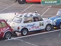 縦列駐車でギネス記録を出す男性
