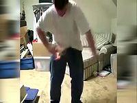 火遊びに失敗して焦る少年の映像にレゲエの曲を挿入してみた結果www