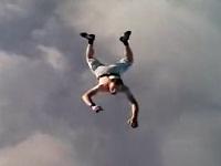 パラシュートなしでスカイダイビングをしてみた