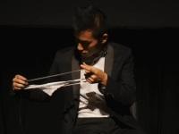 下着でバッハの「G線上のアリア」を演奏してみた