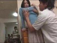 従兄弟の嫁が超巨乳だったので隣の部屋でフェラチオさせて風呂場でハメまくった