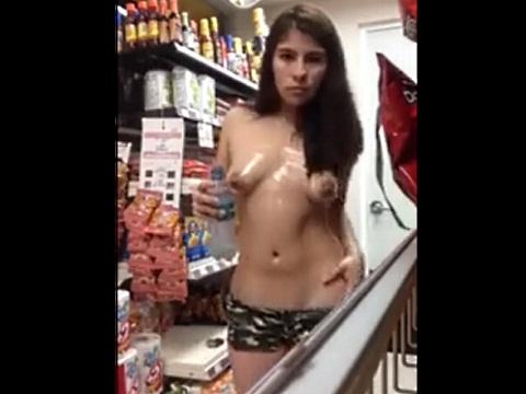 店内でオナニーする姿を自撮りする露出お姉さん