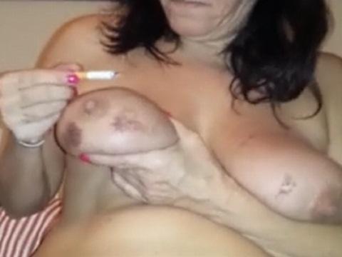 タバコでおっぱいを根性焼きする変態お母さん