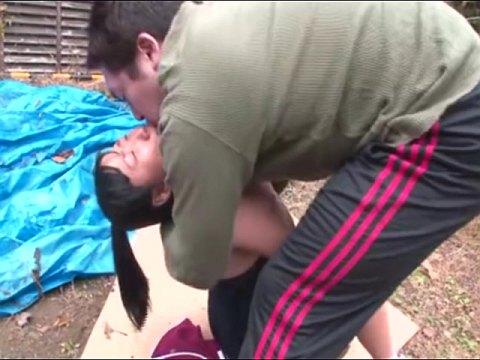 ジャージの下はスク水!?日焼けポニーテール少女が野外でオッサンに中出しレイプされる