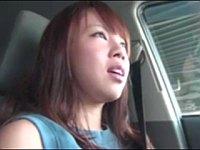 【無修正】押しに弱い人妻を車に乗せて駐車場でハメ撮り