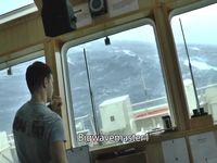 カテゴリー5級ハリケーンに翻弄される船を内部から撮影してみた...