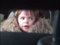 ジョーズのテーマを聴いて幼女のコロコロ変化する表情が可愛い