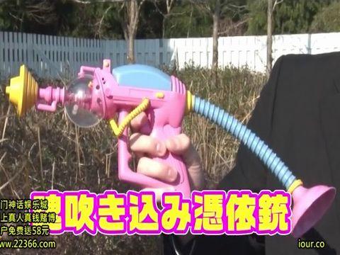 人間を操れる魔法の銃で女子校生のカラダを操作してみたぞ!