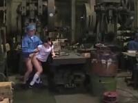 町工場で働くことになった大人しい女の子は二日目から犯される