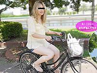 ピンクのおま○こをサドルに押し付けながら自転車オナニー