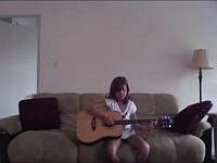 6歳の娘のギターは可愛いだろ?でも俺のギターテクはもっとすげぇぜ!