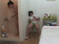 女の身体触って興奮したレズエステシャンが客に隠れてオナニー